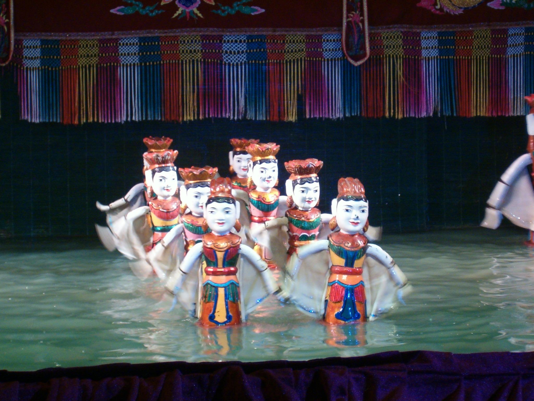 grandvoyage.com-vietnam-salir de noche en Hanoi a ver marionetas acuáticas