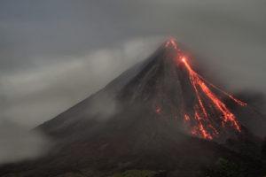 Erupción del volcán Arenal de Costa Rica