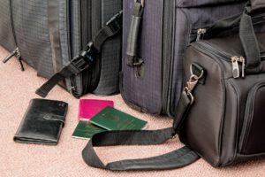 Control de seguridad del aeropuerto - equipaje y documentos