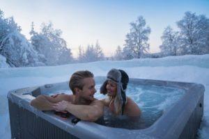 Finlandia-hidromasaje-aire-libre-nieve-GrandVoyage