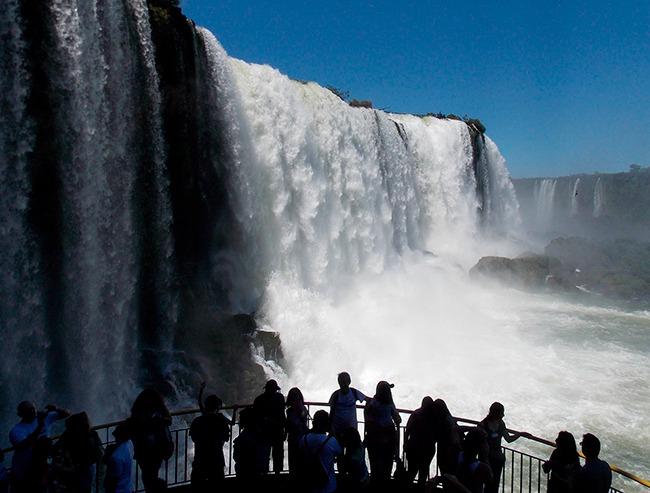 argentina-pasarela-inferior-cataratas-de-iguazu-GrandVoyage