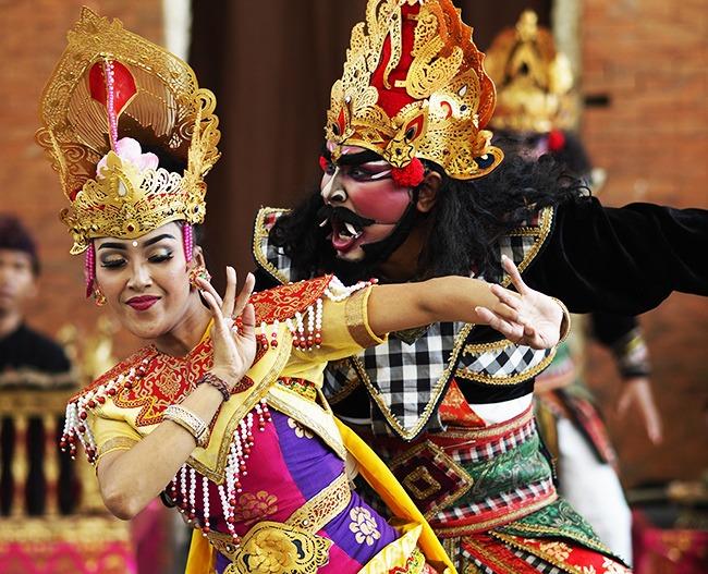 Indonesia-DanzaBatong-GrandVoyage