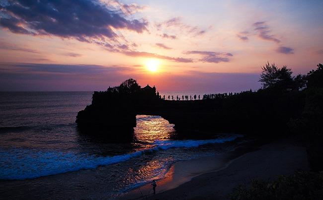 Indonesia-TemploTanahLot-GrandVoyage