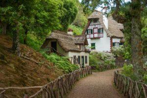 Madeira Santana casas tradicionales en el bosque
