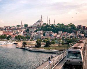 Estambul metro y mezquita