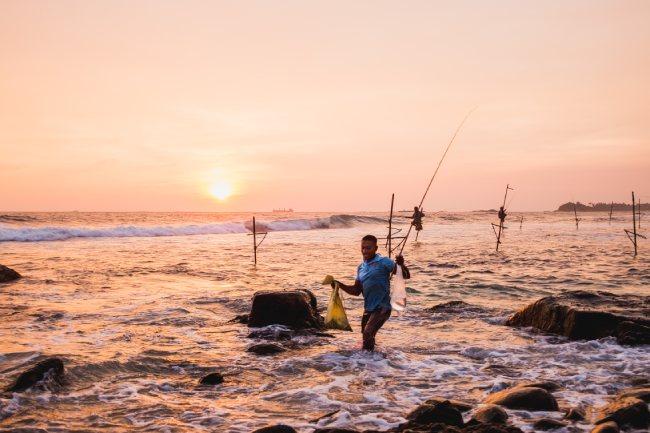 Pescador volviendo de su jornada