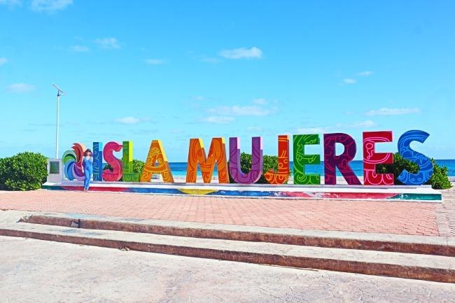 Cartel de Isla Mujeres, una de las joyas de la Riviera Maya