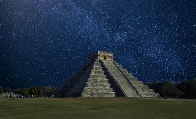 Datos de Chichén Itzá - la pirámide de noche