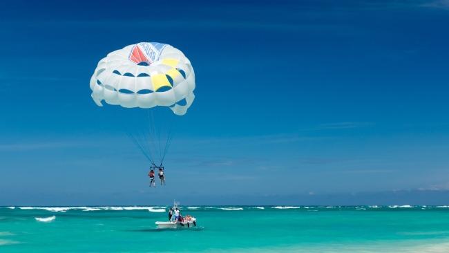 Navegar en paracaídas, de las mejores cosas que hacer en Punta Cana