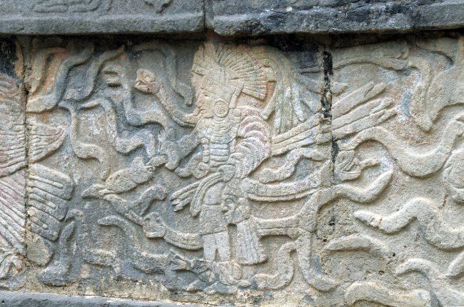 Muro con guerrero maya