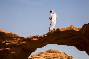 Rocas formando arcos en el desierto